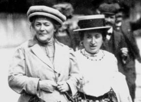 Clara Zetkin (left) alongside Rosa Luxemburg
