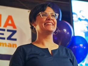 Rossana Rodríguez-Sanchez rallies with supporters at a campaign event in Chicago