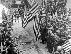 Lawrence textile strikers surrounded by Massachusetts militiamen